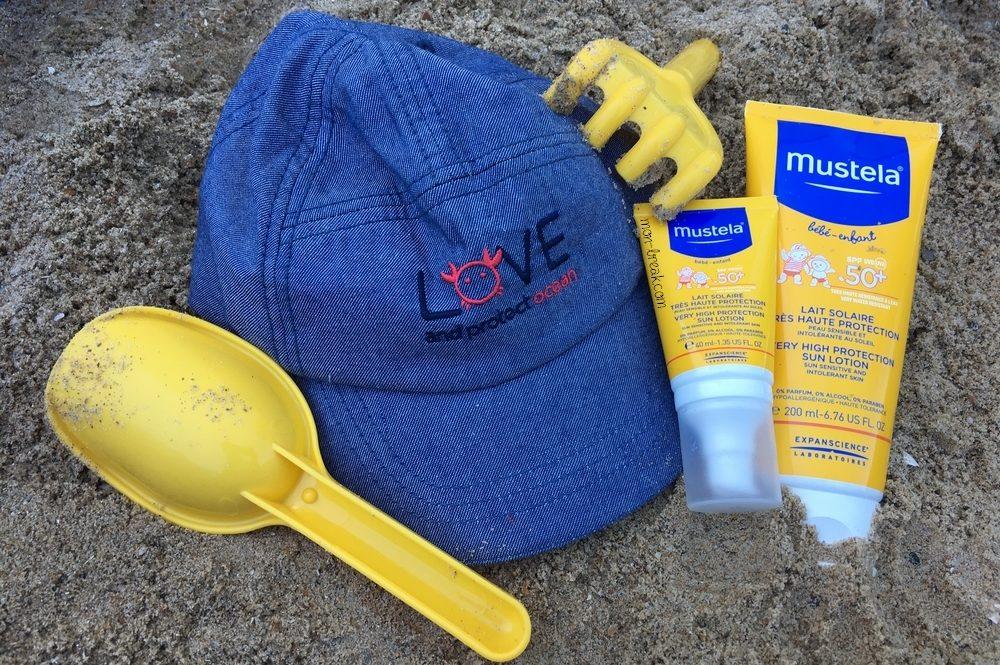 Cinq indispensables pour aller à la plage avec bébé